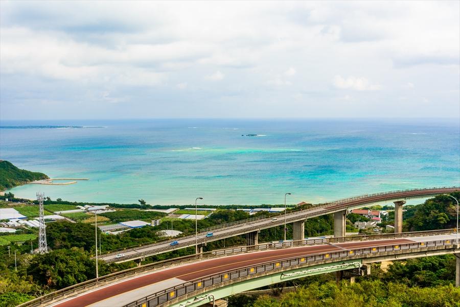 沖縄県 ニライカナイ橋 ドライブに最適、絶景の道